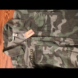 MUDD camouflage shirt size L button down w/pockets